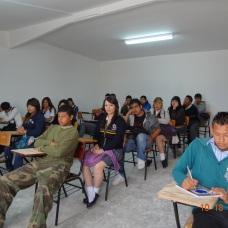 alumnos tomando clase